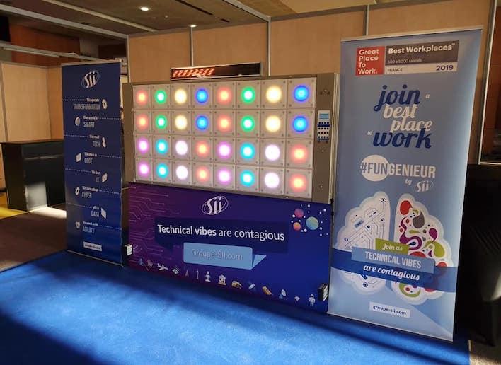 Mur digital aux couleurs de la marque Sii lors d'une événement d'entreprise