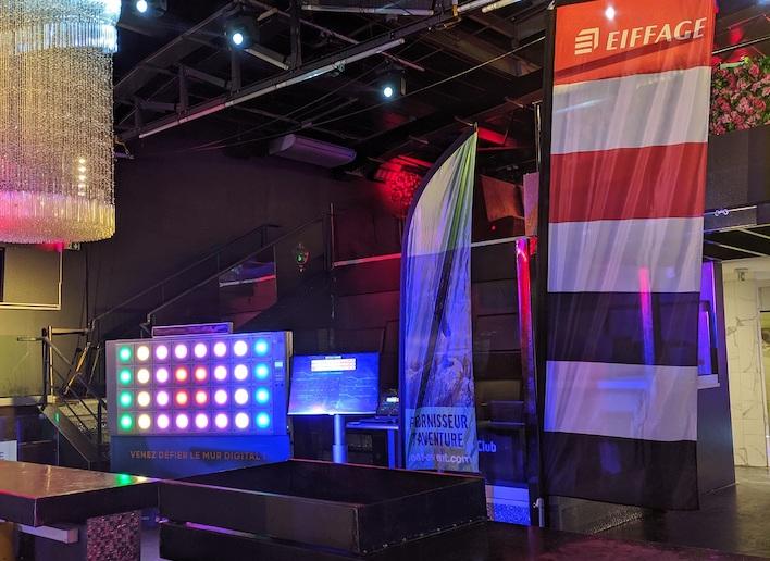Mon Mur Digital placé dans une salle de réception lors d'une convention Eiffage