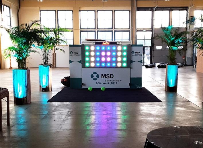 Mur digital à l'image de l'entreprise MSD dans une salle de réception