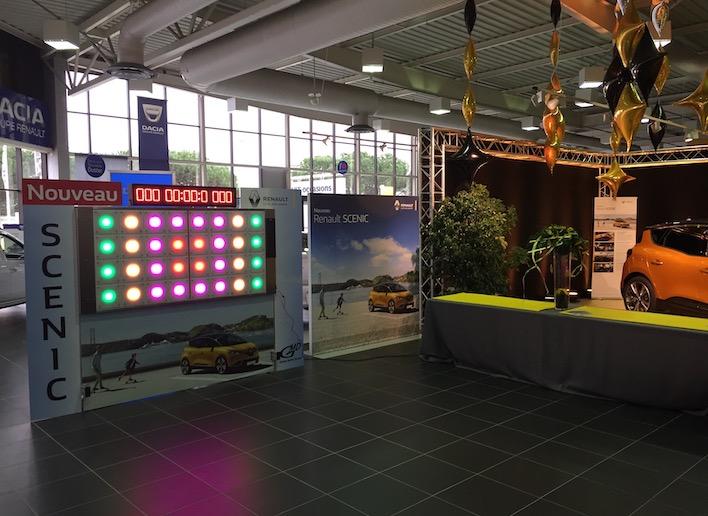Mur Digital placé dans une concession automobile Renault